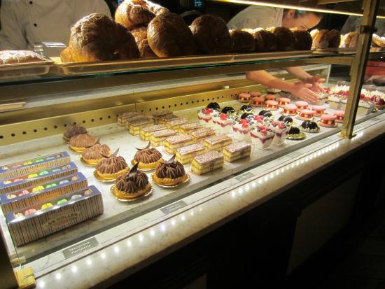 Les Halles Boulangerie Patisserie: Pastries