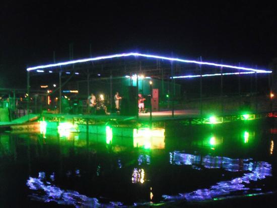 Little Mineral Marina & Resort: Floating Stage