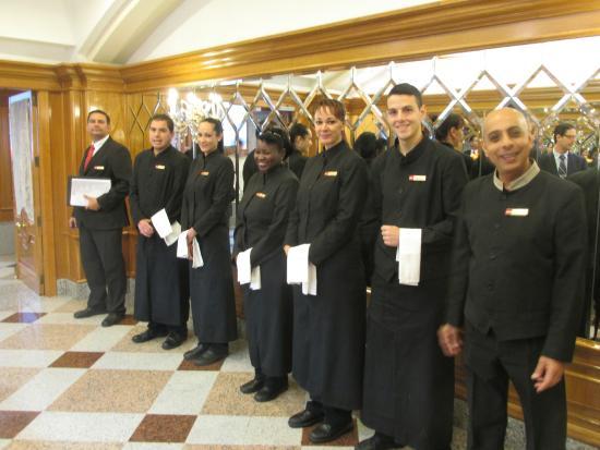 Hotel Riu Palace Maspalomas: Hotel waiters at dinner