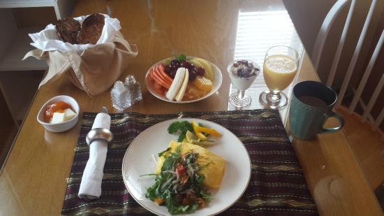 Meranova Guest Inn : Breakfast