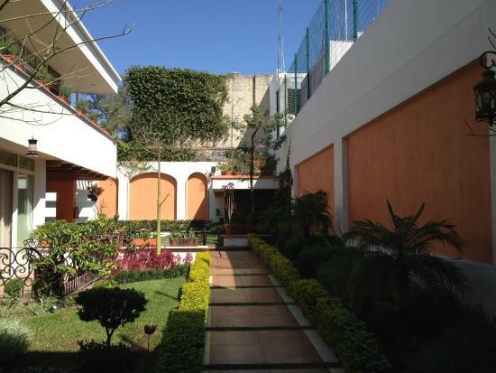 San Pietro Hotel Courtyard