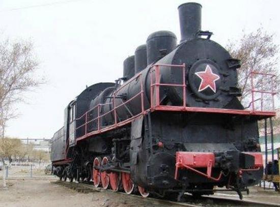 Balkhash, Kazakstan: Паровоз, привёзший первую руду на завод