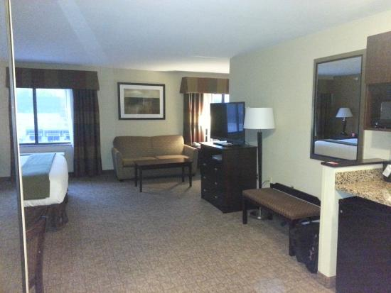 Holiday Inn Express & Suites Bridgeport: Large and spacious