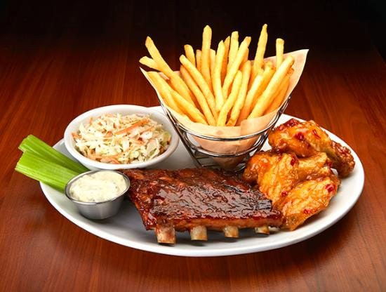 Duffy's Sports Grill: Best Combo! Wings and Ribs