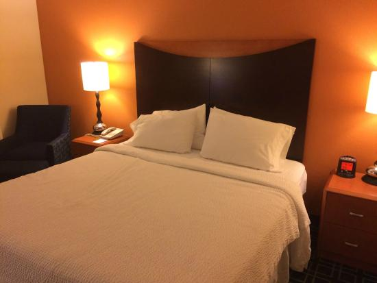 Fairfield Inn & Suites Dallas DFW Airport North/Irving: King room