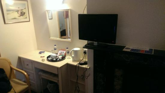 Gordon House Hotel: Home cinema television :) the size of a 15.4 laptop screen.