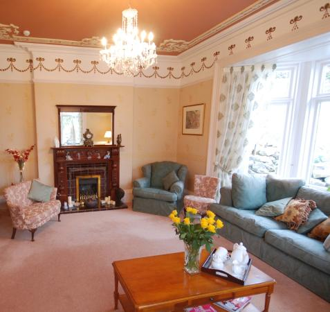 Holcombe House: Relax in our lounge