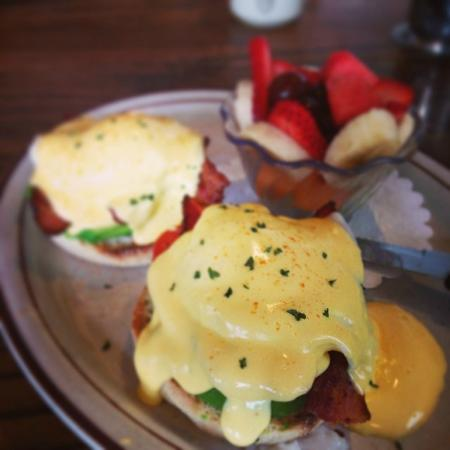 Fire Sign Cafe: Veggie Benedict