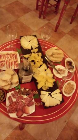 Taberna Flamenca La Puerta del Cante: Los mejores productos de nuestra tierra