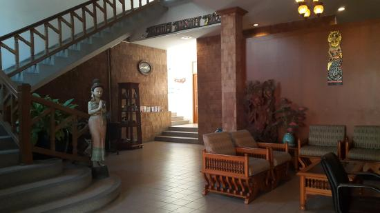 Sirin Hotel: Lobby area.