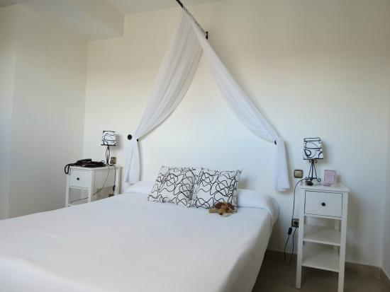 Atrium Hotel & Restaurant: Dormitorio
