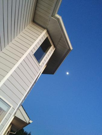 Campbell House at Klipsan Beach: Great view of the moon from the south deck.