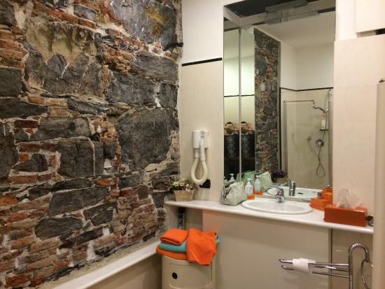 bagno stanza arancione - foto di b&b dell'acquario, genova