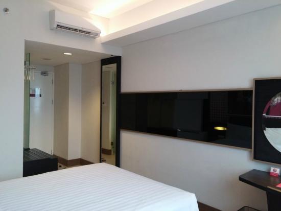 Simple Room Picture Of Favehotel Puri Indah Jakarta Tripadvisor