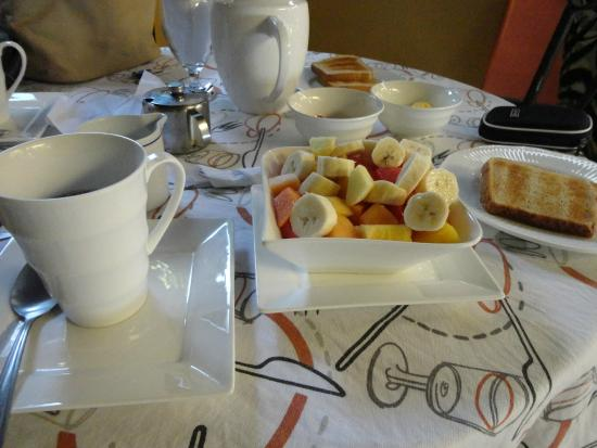 Angels Hotel: Rico desayuno continental o típico costarricense