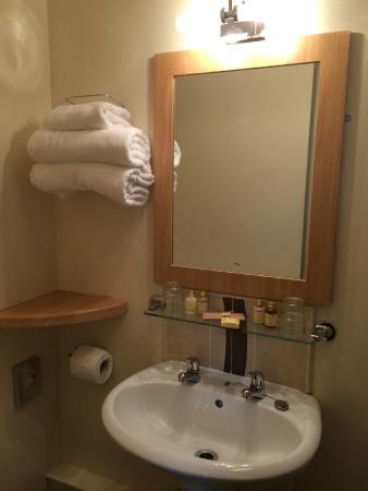The Anchorage Inn: Bathroom