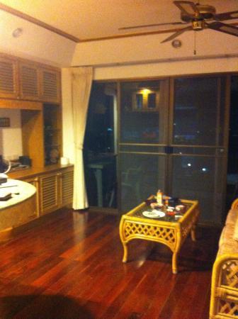 Salotto con angolo cucina - Bild von Bougainvillea Terrace House ...