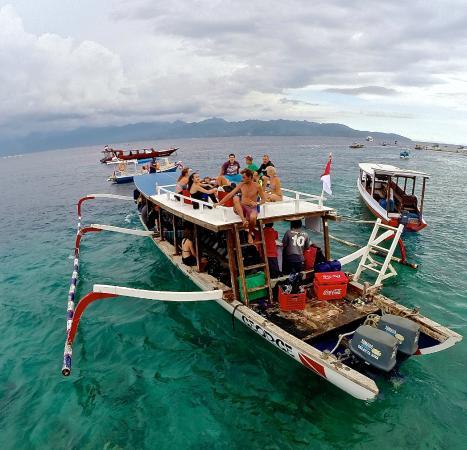 Heading out for a dive bild fr n manta dive gili trawangan tripadvisor - Manta dive gili ...