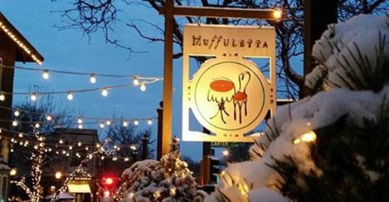 Muffuletta Cafe: Beautiful neighborhood setting. Very romantic