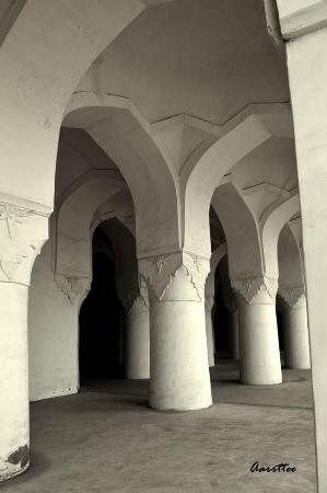 Solah Khamba Mosque