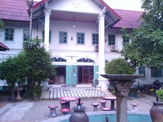 Sabaidee Guesthouse : façade de l'hôtel.