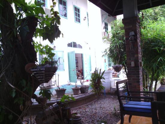 Sabaidee Guesthouse : vue depuis le préau .