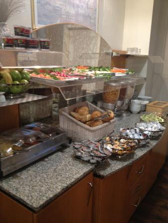 Hotel Tourist Frankfurt: Breakfast buffet