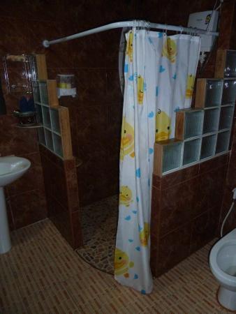 Phi Phi Paradise Pearl Resort: Bungalow P1 salle de bain