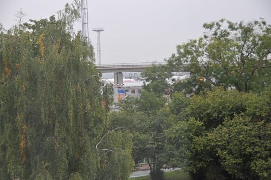 Hilton Paris Orly Airport: Vista del aeropuerto desde la habitacion