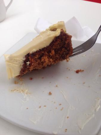 Roast Master Cafe': Yummy carrot cake!!