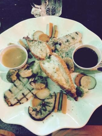 Restaurante El Marlin : Lobster, fish, shrimp and veggies plus two sauces.