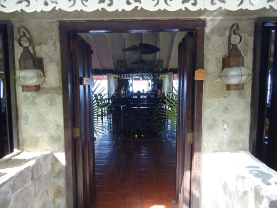 Firefly Hotel Mustique : Entrance to the Bar