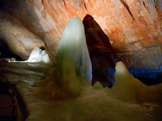 Obertraun, Østerrike: 氷の洞窟です。