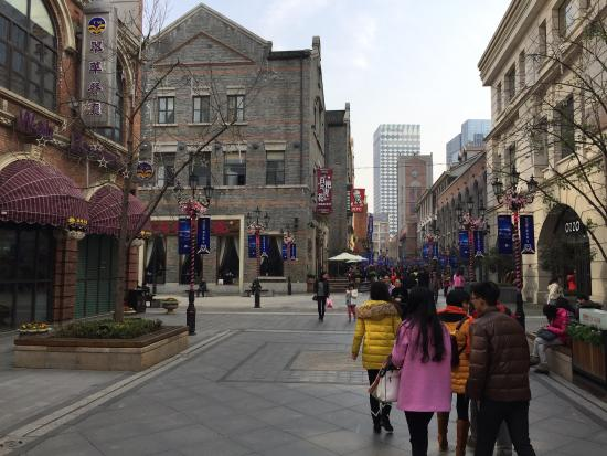 Chu River Han Street: The Main Street as you will seldom see it: with few people