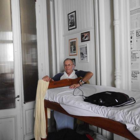 El Sol Hostel Recoleta: L'enorme porta interna a vetri.
