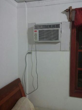 Hotel Cayo Zapatilla : Aire que no enfría y su ruido es el de un caño de escape