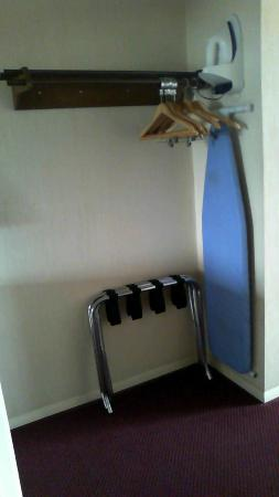 Days Inn Waynesboro: Iron and ironing board are in the room.