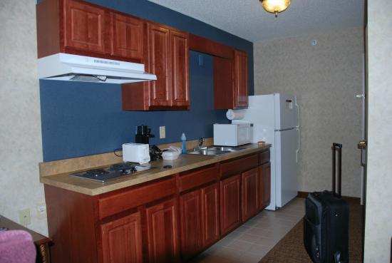 Hawthorn Suites by Wyndham Cincinnati: Full equiped  kitchen