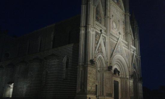Valentina Bed & Breakfast: Duomo di sera