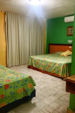 Hotel Agave Azul: Habitacion con balcon amplio
