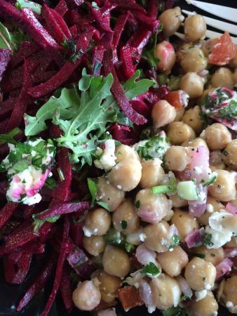 Annie's Cafe & Bar: Fresh and healthy veggies at the Austin airport!