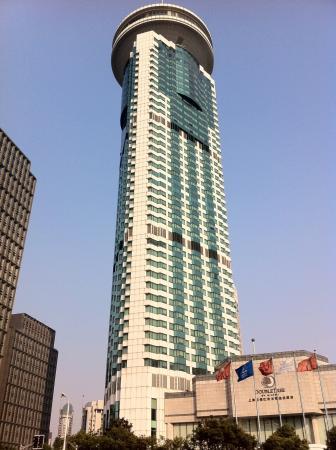 DoubleTree by Hilton Shanghai Pudong: Una de las torres del hotel