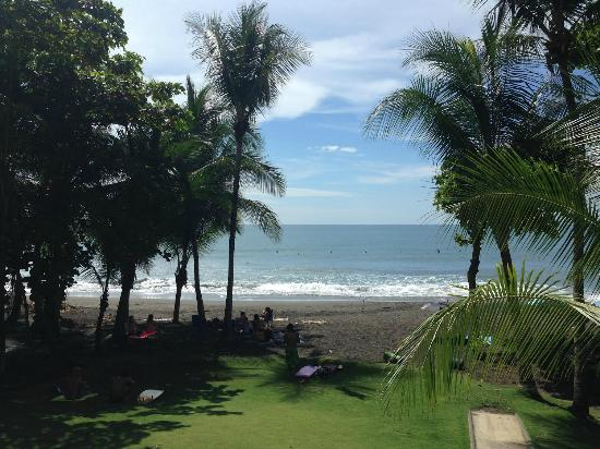Surf Inn Hermosa: View of Beach from Hotel Balcony