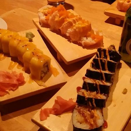Sushi Nishiki: Sun shine roll, shrimp tempura, and pink lady