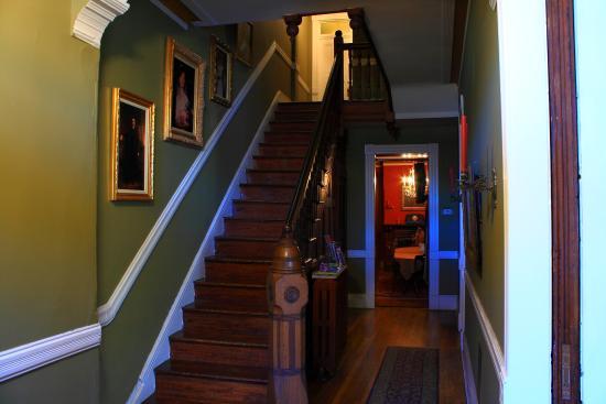 Chester Arthur House B & B at Logan Circle : Entry, looking towards dining room