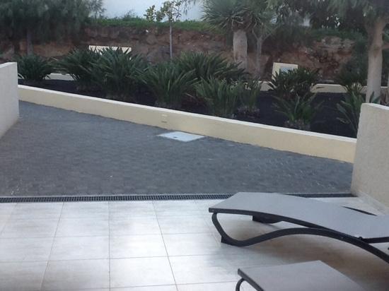 Hotel Coronas Playa: the open balcony of the suite room