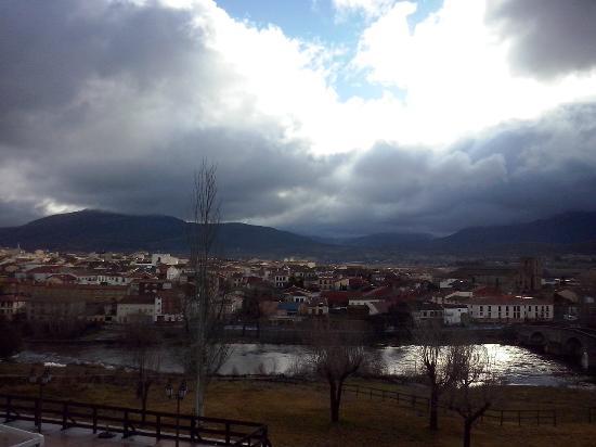 Hotel Mirador de Gredos: Sierra de Gredos al fondo