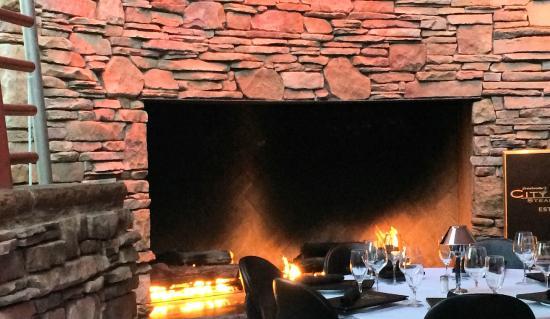 Mastro's City Hall: patio fire place