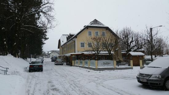 Austria Classic Hotel Hoelle: Vista laterale dell'albergo