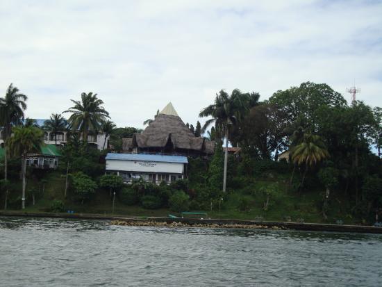 Hotel Villa Caribe: Panoramica dell'hotel arrivando dal mare